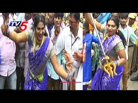 Jogini Shyamala Dance Performance At Lashkar Bonalu 2016   Secunderabad   TV5 News
