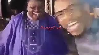Alikiba akiimba mistari ya Harmonize ya wimbo wa 'Nimwage Radhi' na Mrisho mpoto