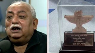 Watch Munawwar Rana return Sahitya Akademi award on ABP News' LIVE debate साहित्यकारVsसरकार
