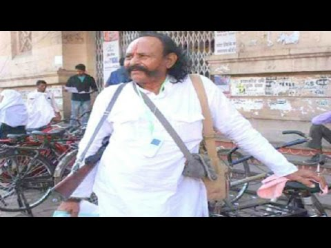 Demonetisation: Former dacoit Malkhan stands in que outside bank in Gwalior