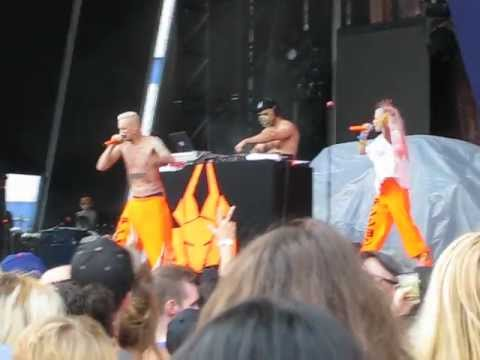 """Die Antwoord """"Wat Pomp,"""" """"Hey Sexy"""" and """"This is Why I'm Hot"""" (cover) @ Williamsburg Park 81712"""
