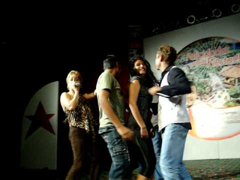 Concurso de baile de reggaeton en el evento de belleza de S.P.M. Parte 2