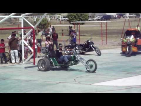 Aztecas Trikers GDL En el Moto Rock Fest en Ocotlan y Jamay 2011 haciendo Willies