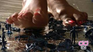 Darla TV - Giantess Ebony Feet Crush Tiny Men