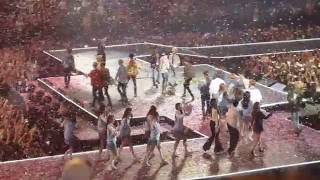 [Fancam] Kcon France 2016 - Final - Shinee - FTISLAND - BTS - F(x) - IOI - Block B - MC Lee Teuk