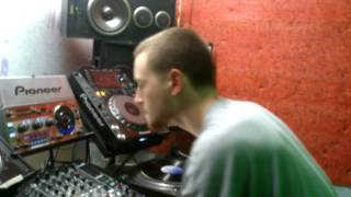 SHERE KHAN PLAYING TEDDY DAN DUBPLATE ON LIFE FM STUDIO 3.05.016