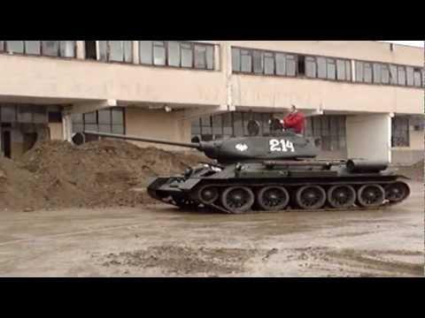Żukowo. Prezentacja czołgu T 34 oraz Pantery