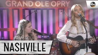 Lennon and Maisy Stella (Maddie and Daphne) Sing