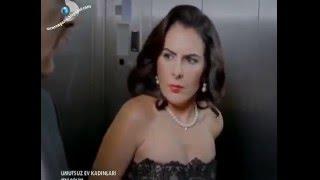 Evli kadın asansörde kendini zorla elletiyor!!
