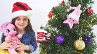 Pinkie Pie ile yılbaşı ağacı süslüyoruz