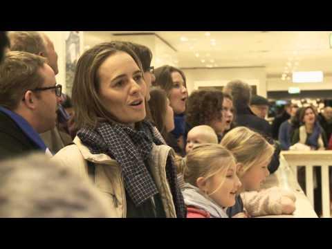 Gloria Flashmob der Berliner Stadtmission zum Advent