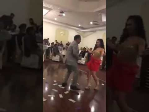 Desi VILLAGE Girls dance on Marwadi Dj Song Vivah Geet Shadi Dance 2017 Rajasthani Wedding Dj Song