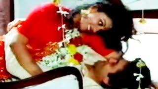 Gumsum Si Khoyi Khoyi - Kishore Kumar, Anuradha Paudwal, Badaltey Rishtey Song