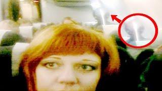 امرأة روسية التقطت سيلفي لها على متن هذه الطائرة .. ثم تفاجأت بظهور كائن فضائي خلفها