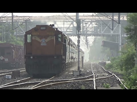 SILENT BUT VIOLENT : Furiously Chugging Shakti Fumes Hadapsar : Mumbai CST-Hyderabad Express :WDG-3A
