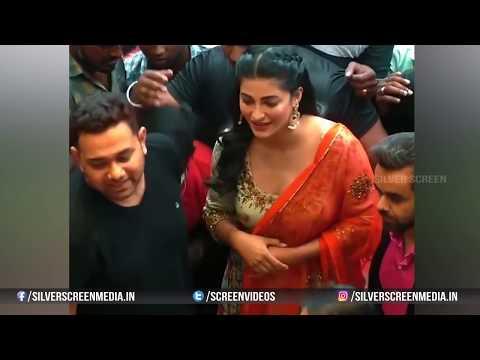 Shruthi Hassan Dress Slips In Public | Shruti Haasan Adjusting her Dress