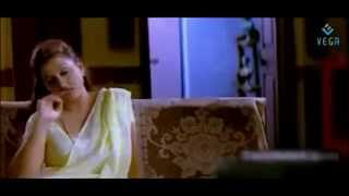 Pathu Pathu Movie Romantic Scenes