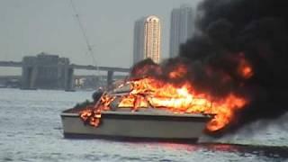 BOAT FIRE Miami Florida, USA 11-17-09 raw video