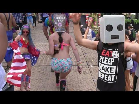 TomorrowWorld Rave  - Music Festival Dancing