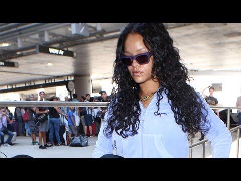 Xxx Mp4 Pop Icon Rihanna The Center Of Attention At LAX 3gp Sex