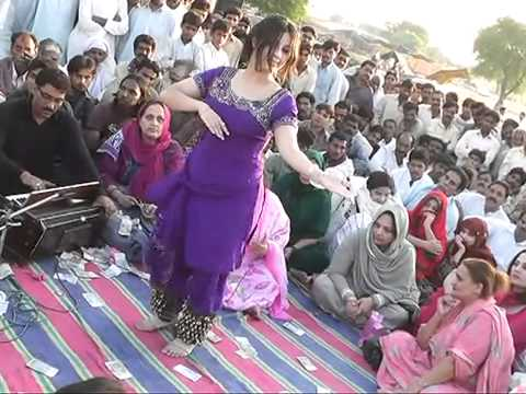 BUNTY JAMMU NICE DANCE BY HINNA( GIRL)