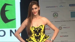 Shilpa Sakhlani walks the ramp for SMILE FOUNDATION NGO.