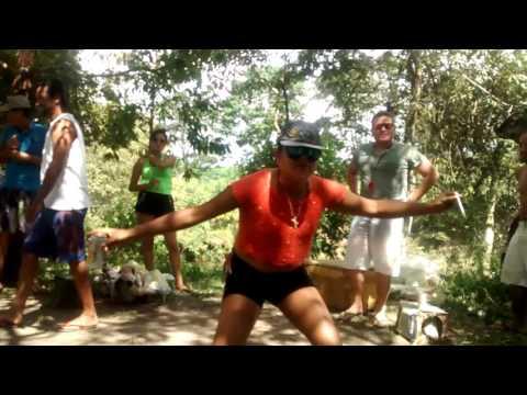 Isso sim é baile de favela. by RobertaKele