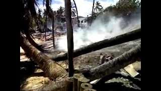 village detruit par les flammes.3GP