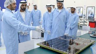 """محمد بن راشد ومحمد بن زايد يطلقان """"برنامج الإمارات الوطني للفضاء"""""""