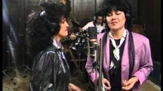 Wanda Jackson & Dolly Roll - Rip It Up