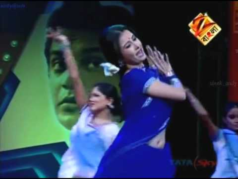 MONAMI GHOSH (BENGALI ACTRESS SEXY IN BLUE SAREE ON TV STAGE (ONLINE VIDEO).flv