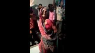 Funny aunty dance on Aaj blue hai pani pani aur din bhi sunny sunny