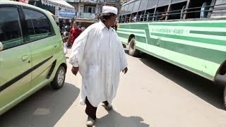 رجل هندي يمشي للخلف منذ 27 عام !