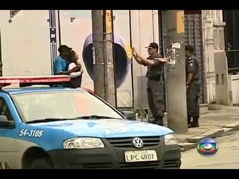 FLAGRANTE Policia mata assaltante que ameaçou comerciante no rio de janeiro 25 09 09