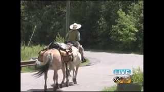 Woman rides horse through U.P.