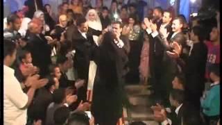 محمد رمضان يتوج أمه ملكة فی حفل زفافه