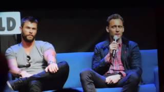 Tom Hiddleston &  Chris Hemsworth at Wizard World Comic Con Philadelphia 2016 (Thor & Loki)