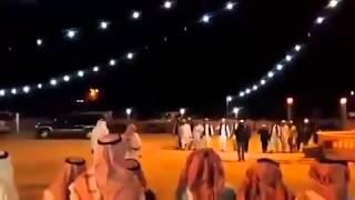 أفغان يحضرون عرس بالجنوب ويطلقون النار ويقدمون عانيه 5 الاف ريال