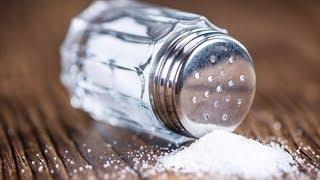 7 علامات تدل على أنك تتناول الكثير من الملح !