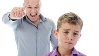 10 كلمات تدمر طفلك... إحذروها
