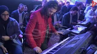 محمد عبدالسلام يوزع موسيقى بطريقه مختلفه فى فرح شعبى من فرحه اولاد الصياد