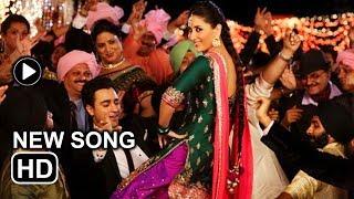Gori Tere Pyaar Mein song Tooh -- Kareena Kapoor Khan makes you shake your booty