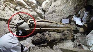 """فتحوا مقبرة من عهد سيدنا موسي ولم ينتبهوا لهذه  الرسالة  """" التي اطلقت السحر  """" فكانت نهايتهم .!!!"""