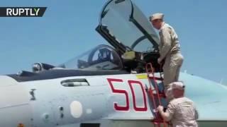 """الأسد يتفقد """"سو-35"""" وأحدث أنواع الأسلحة الروسية في قاعدة حميميم"""