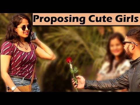 PROPOSING CUTE GIRLS WITH A TWIST Unglibaaz