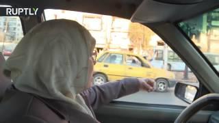 أم النور.. سائقة التاكسي الوحيدة في حلب