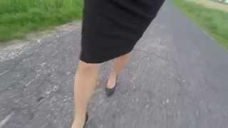 walking in tight pencil skirt
