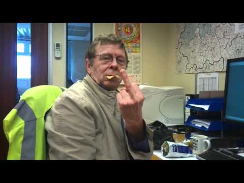 Funny Pringles Muncher Rude Oap Mature Man in HD