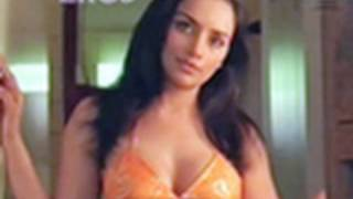 Hot n sexy Shweta Menon in swimsuit - Naan Avan Illai 2