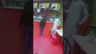 🔴  عاجل من الرياض : لحظة سرقة ساندويش  مشكل بيض بالشطه والكتشب (مكثر جبنه)